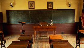 SCHOOL HOUSE IN NAPOR VILLAGE, ILLINOIS