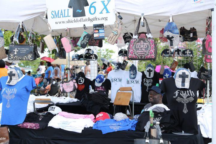 Crowd & Vendors Praise 103.9