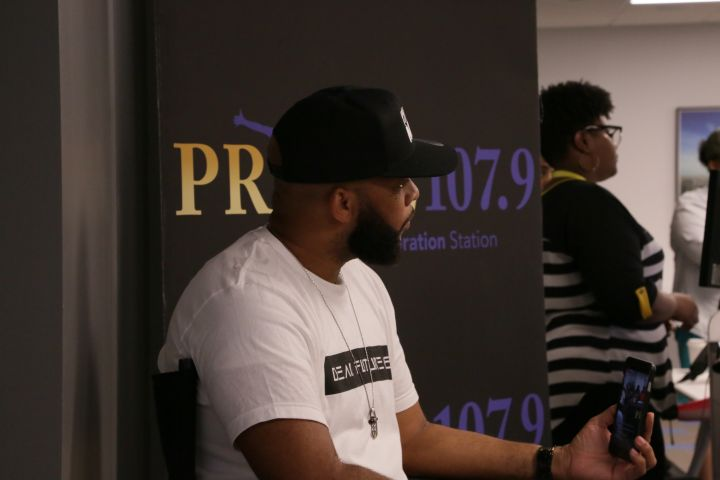 Praise Sessions: James Fortune & Praise 107.9 Listeners!